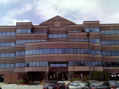 First Class Office Building With Many Amenities (Parking, Onsite Cafeteria, Gym)