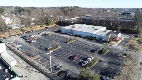 Free Standing Building on 2.75 Acres for Lease