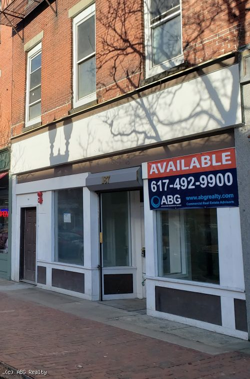 Office / Retail Space For Lease 2,700