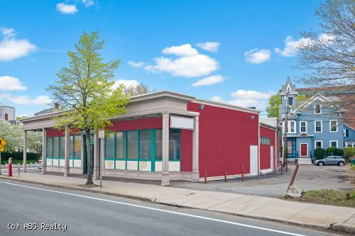 Free Standing Corner Building for Lease